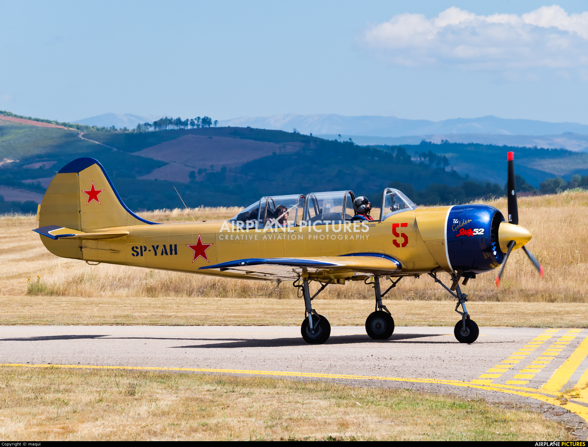 Yakstars SP-YAH aircraft at Bragança