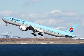 HL7784 - Korean Air Boeing 777-300ER