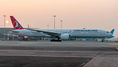 TC-LJB - Turkish Airlines Boeing 777-300ER