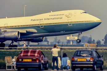 AP-BAT - PIA - Pakistan International Airlines Boeing 747-200