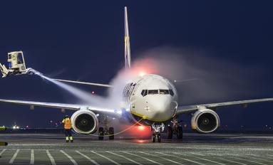 SP-RSY - Ryan Air Boeing 737-800