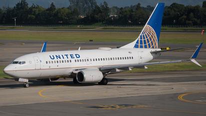 N23707 - United Airlines Boeing 737-700