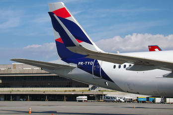 PR-TYO - LATAM Brasil Airbus A320