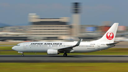 JA323J - JAL - Japan Airlines Boeing 737-800