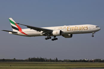 A6-EBQ - Emirates Airlines Boeing 777-300ER