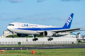 JA615A - ANA - All Nippon Airways Boeing 767-300