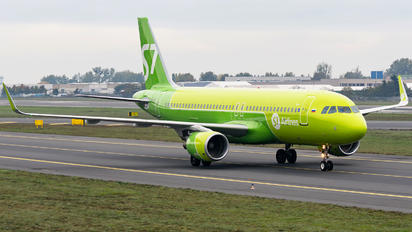 VP-BOJ - S7 Airlines Airbus A320