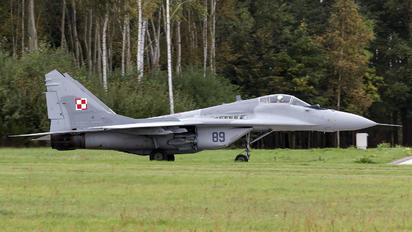 89 - Poland - Air Force: White & Red Iskras Mikoyan-Gurevich MiG-29
