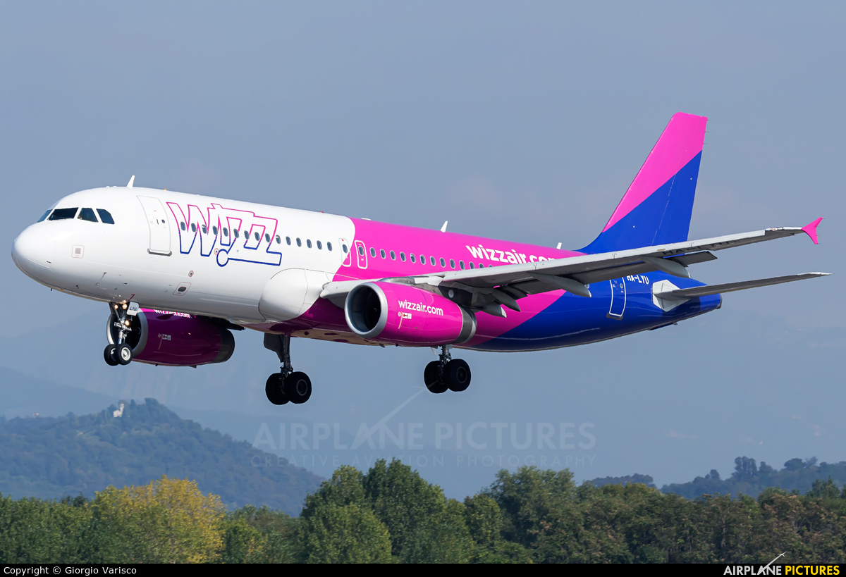 Wizz Air HA-LYU aircraft at Bergamo - Orio al Serio
