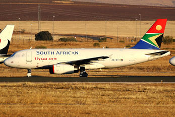 ZS-SFI - South African Airways Airbus A319