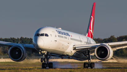 TC-LLH - Turkish Airlines Boeing 787-9 Dreamliner