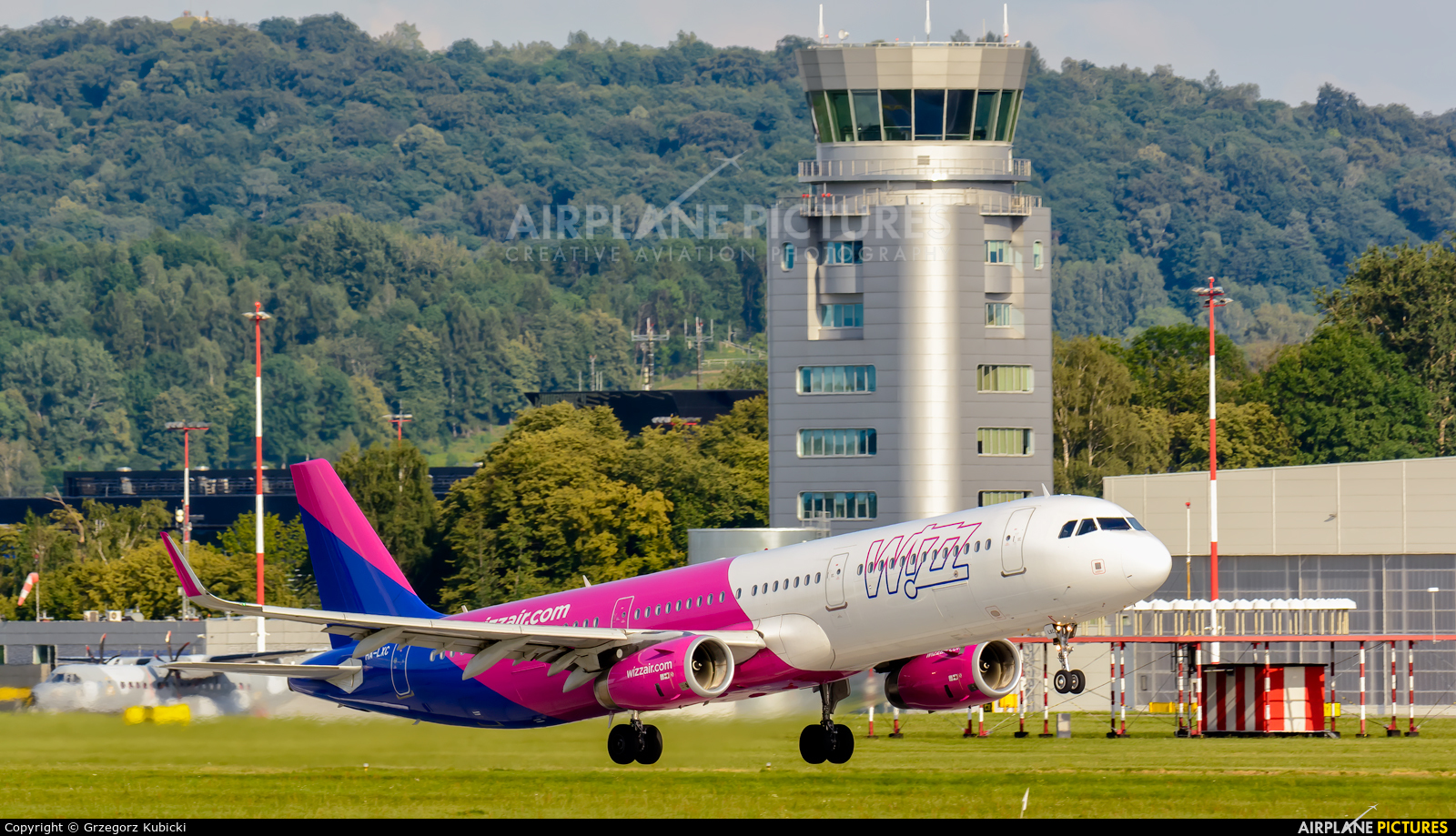 Wizz Air HA-LXC aircraft at Kraków - John Paul II Intl