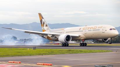 A6-BLQ - Etihad Airways Boeing 787-9 Dreamliner