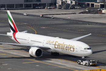 A6-ECJ - Emirates Airlines Boeing 777-300ER