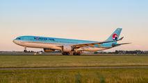 HL8025 - Korean Air Airbus A330-300 aircraft