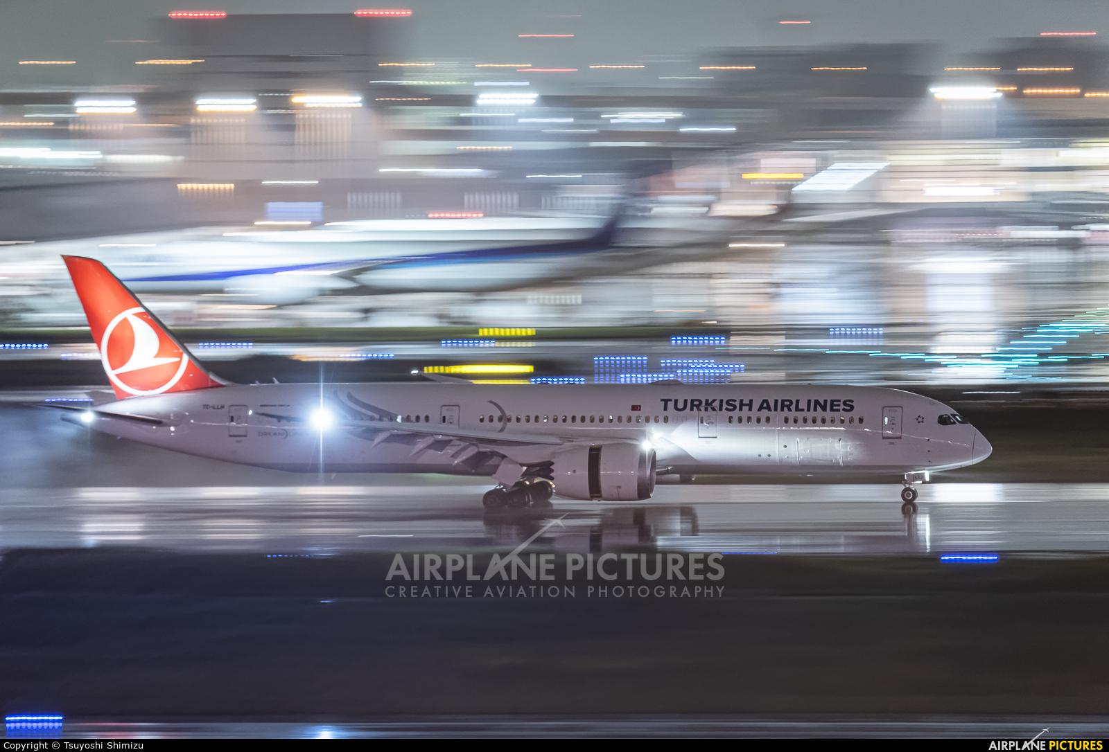 Turkish Airlines TC-LLM aircraft at Tokyo - Haneda Intl
