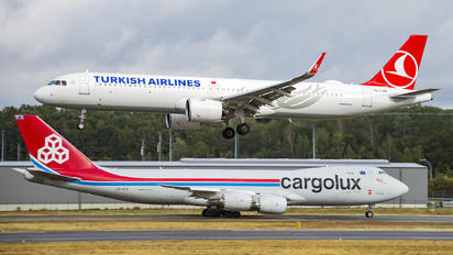 TC-LSN - Turkish Airlines Airbus A321