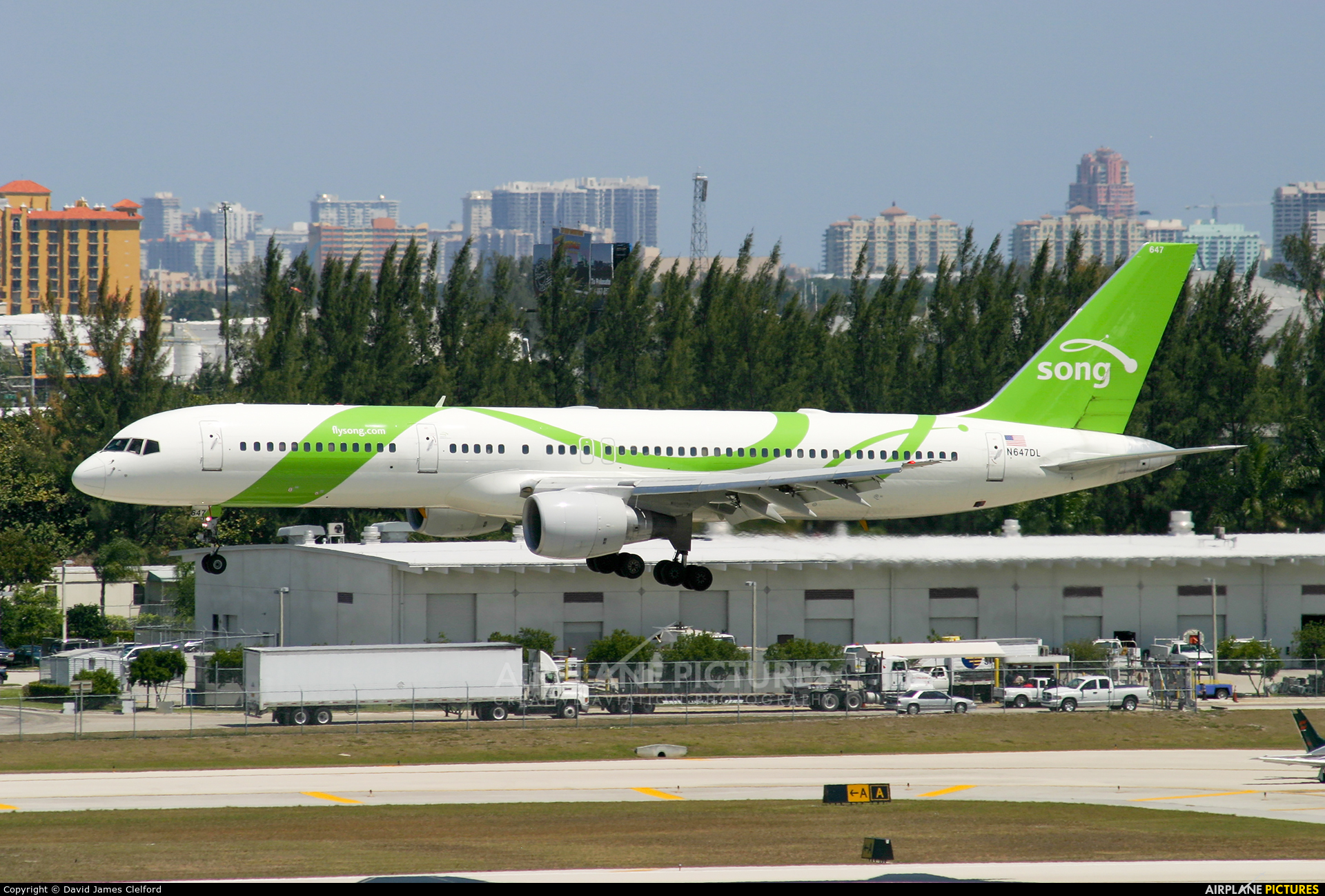 Song Airlines N647DL aircraft at Fort Lauderdale - Hollywood Intl