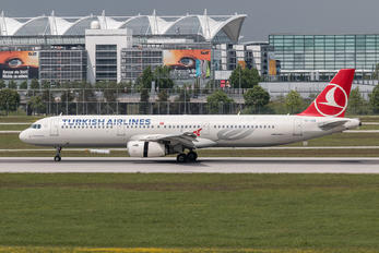 TC-JSA - Turkish Airlines Airbus A321