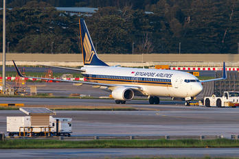 9V-MGA - Singapore Airlines Boeing 737-800