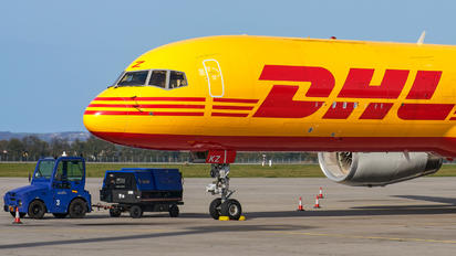 G-DHKZ - DHL Cargo Boeing 757-223(SF)
