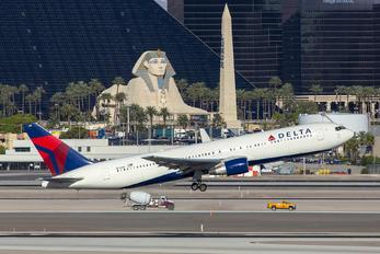 N136DL - Delta Air Lines Boeing 767-300