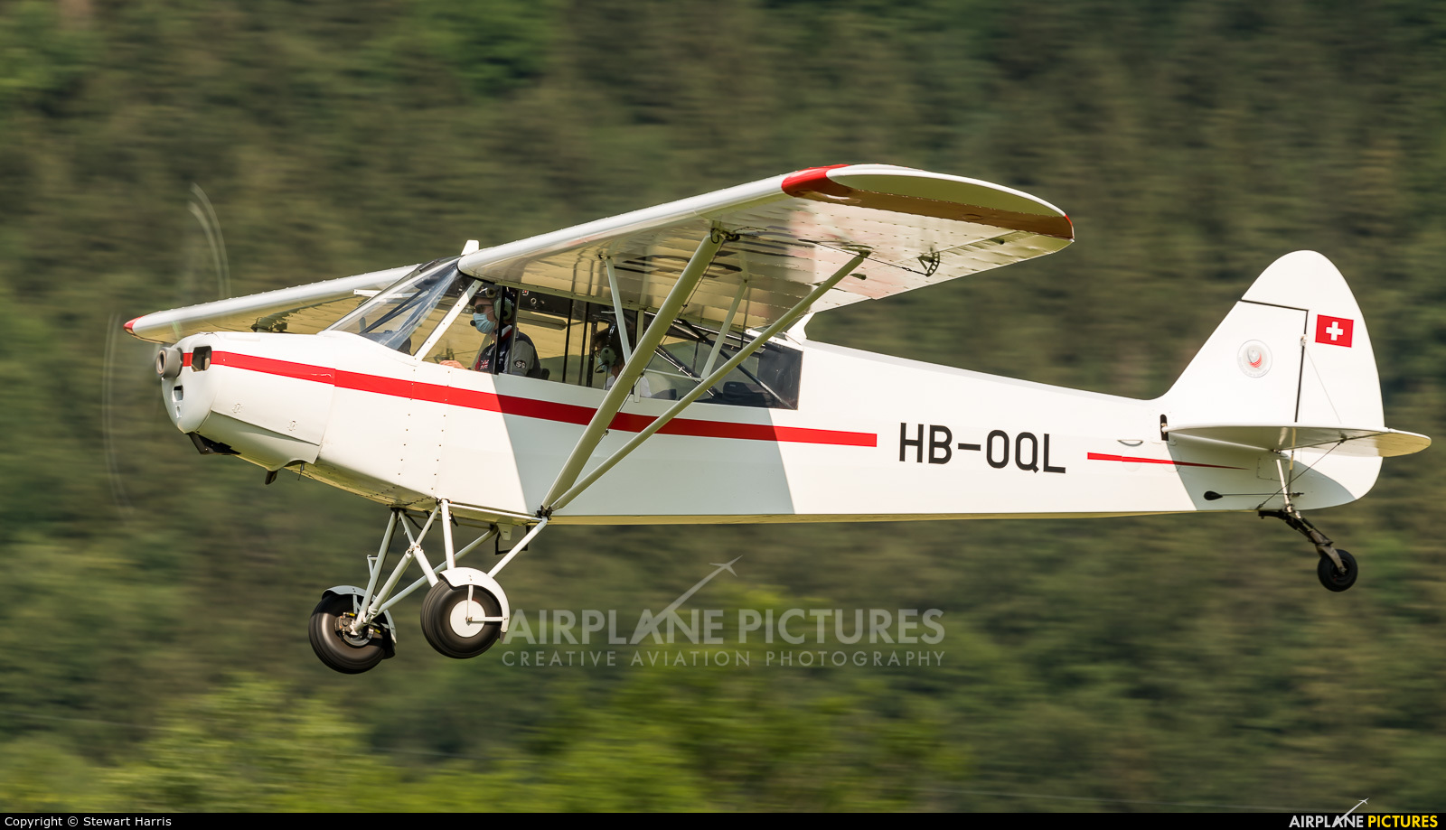 Private HB-OQL aircraft at Gruyères