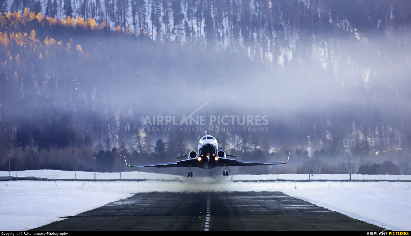 - Airport Overview - aircraft at Samedan - Engadin