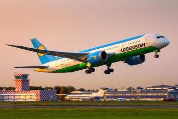 UK78703 - Uzbekistan Airways Boeing 787-8 Dreamliner