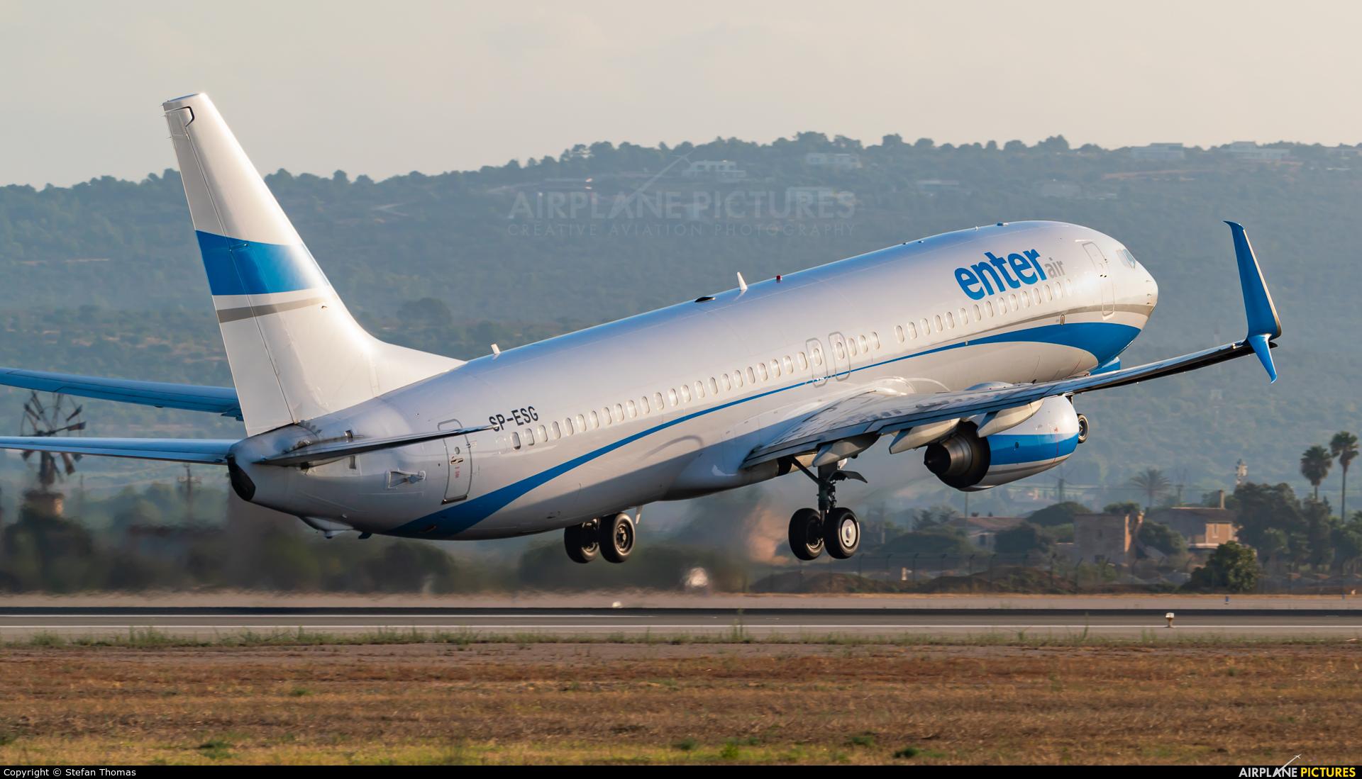 Enter Air SP-ESG aircraft at Palma de Mallorca