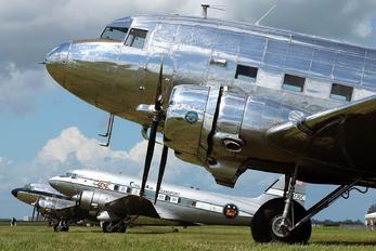 N18121 - Private Douglas DC-3