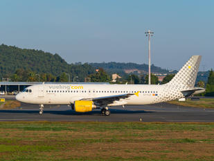 EC-KLB - Vueling Airlines Airbus A320