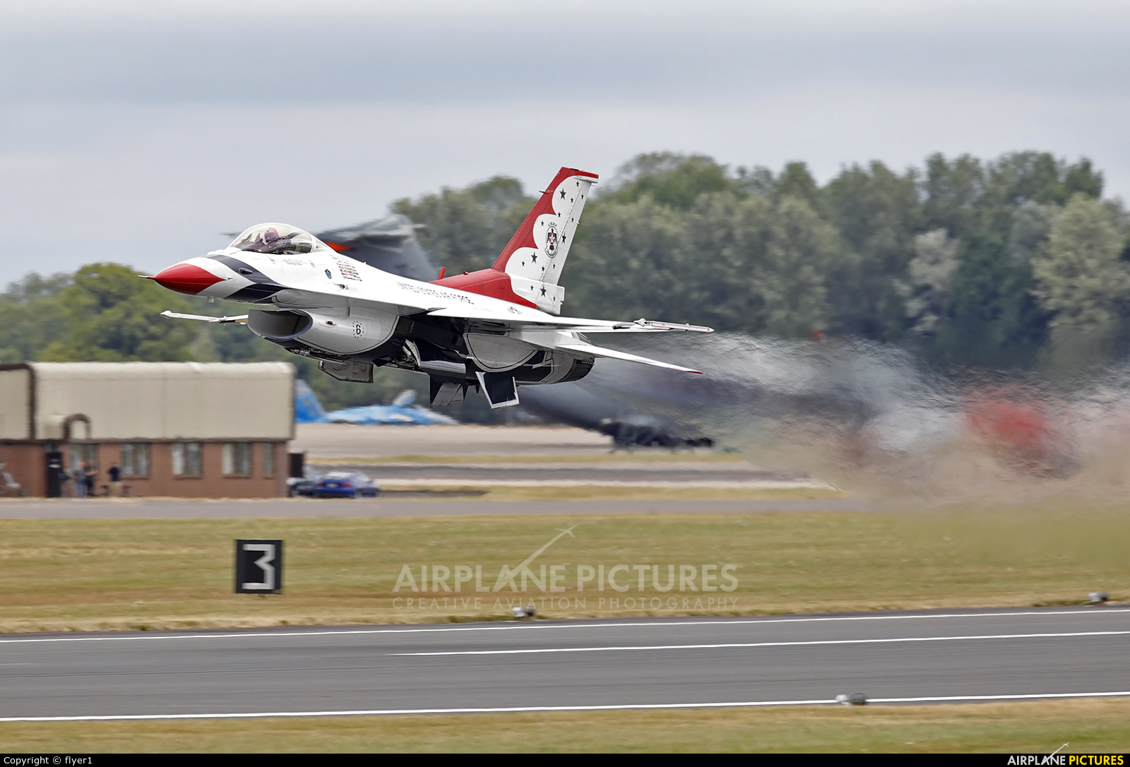USA - Air Force : Thunderbirds 92-3908 aircraft at Fairford