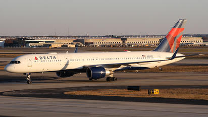 N900PC - Delta Air Lines Boeing 757-200