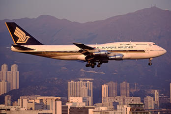 N125KL - Singapore Airlines Boeing 747-300