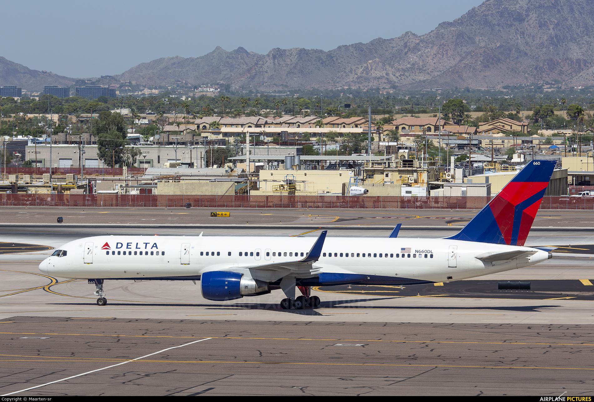 Delta Air Lines N660DL aircraft at Phoenix - Sky Harbor Intl