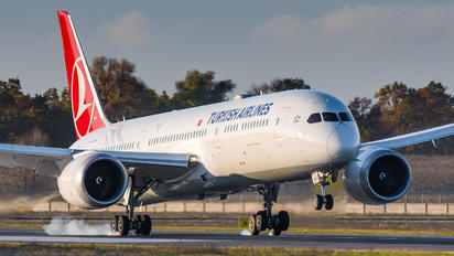 TC-LLJ - Turkish Airlines Boeing 787-9 Dreamliner