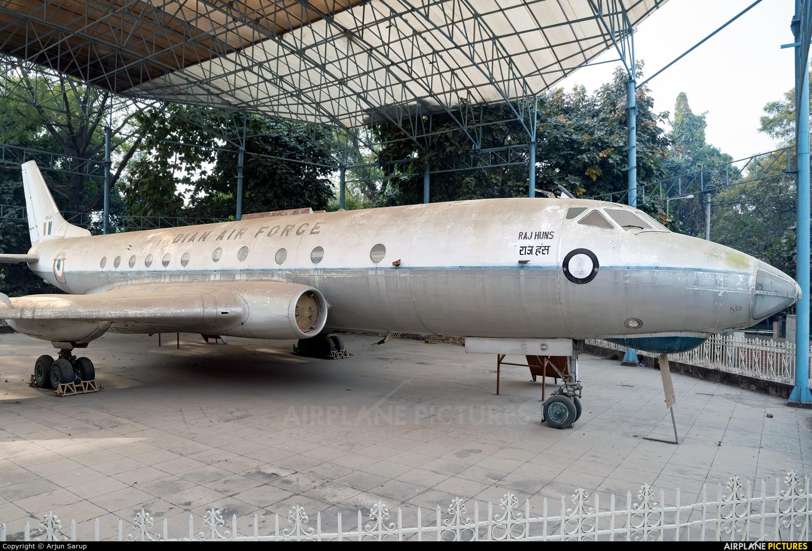 India - Air Force V642 aircraft at Lucknow