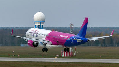HA-LVK - Wizz Air Airbus A321 NEO