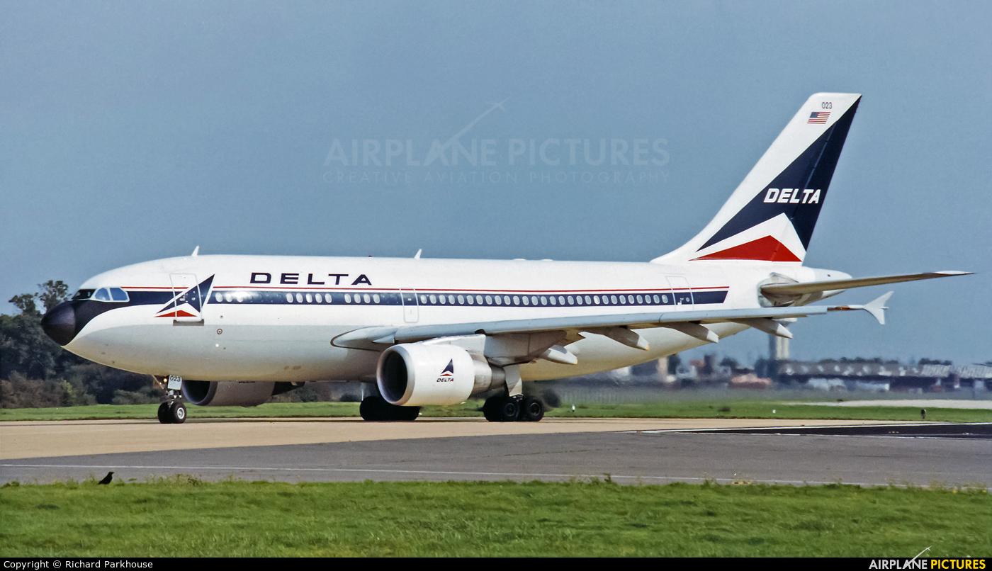 Delta Air Lines N813PA aircraft at London - Gatwick