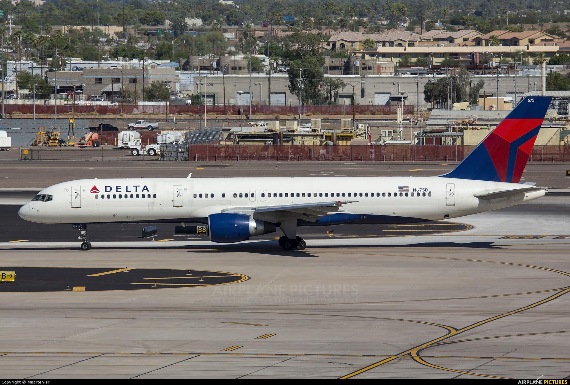 Delta Air Lines N675DL aircraft at Phoenix - Sky Harbor Intl