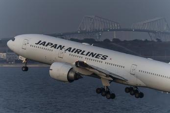 JA702J - JAL - Japan Airlines Boeing 777-200ER