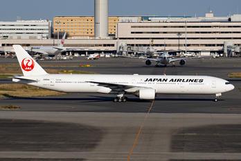 JA8944 - JAL - Japan Airlines Boeing 777-300