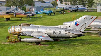 1040 - Czechoslovak - Air Force Mikoyan-Gurevich MiG-19PM