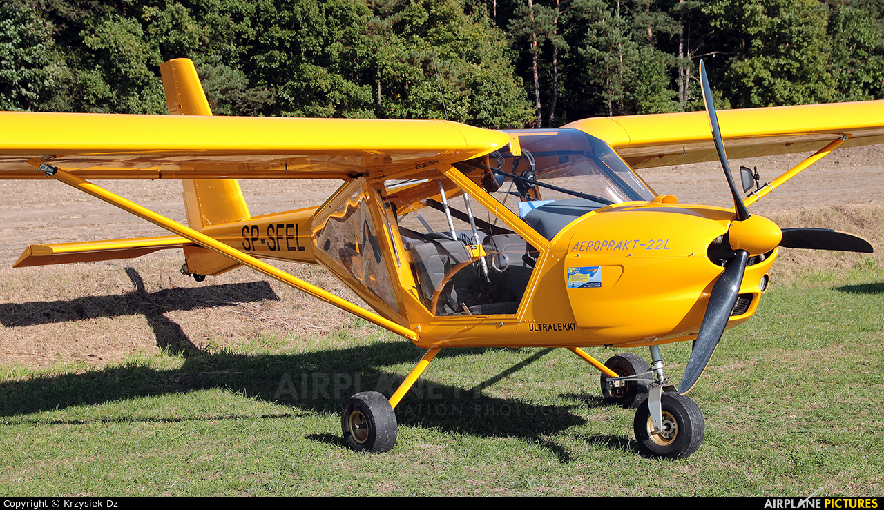 Private SP-SFEL aircraft at Off Airport - Poland
