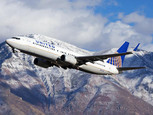 N14214 - United Airlines Boeing 737-800