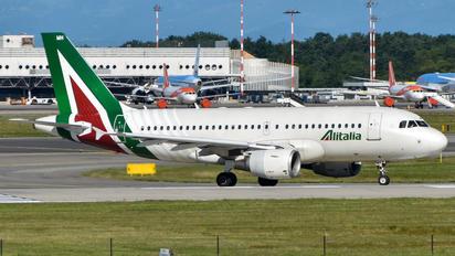 EI-IMH - Alitalia Airbus A319