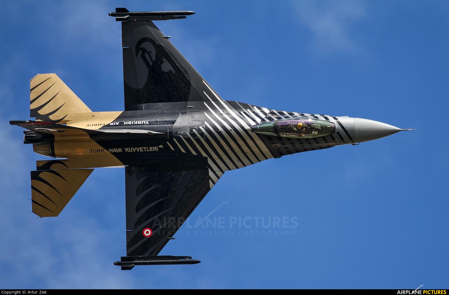 Turkey - Air Force 91-0011 aircraft at Fairford