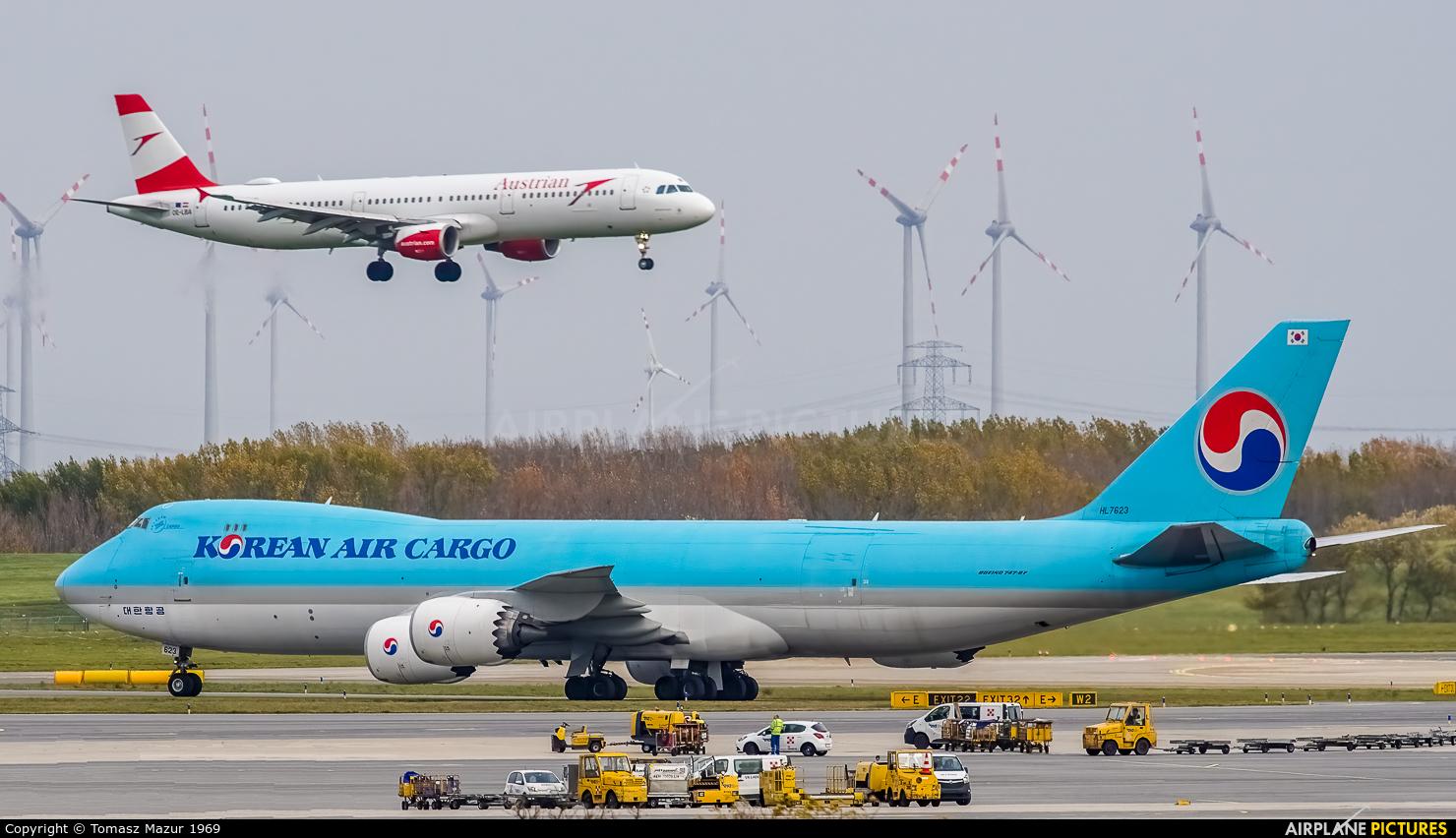 Korean Air Cargo HL7623 aircraft at Vienna - Schwechat