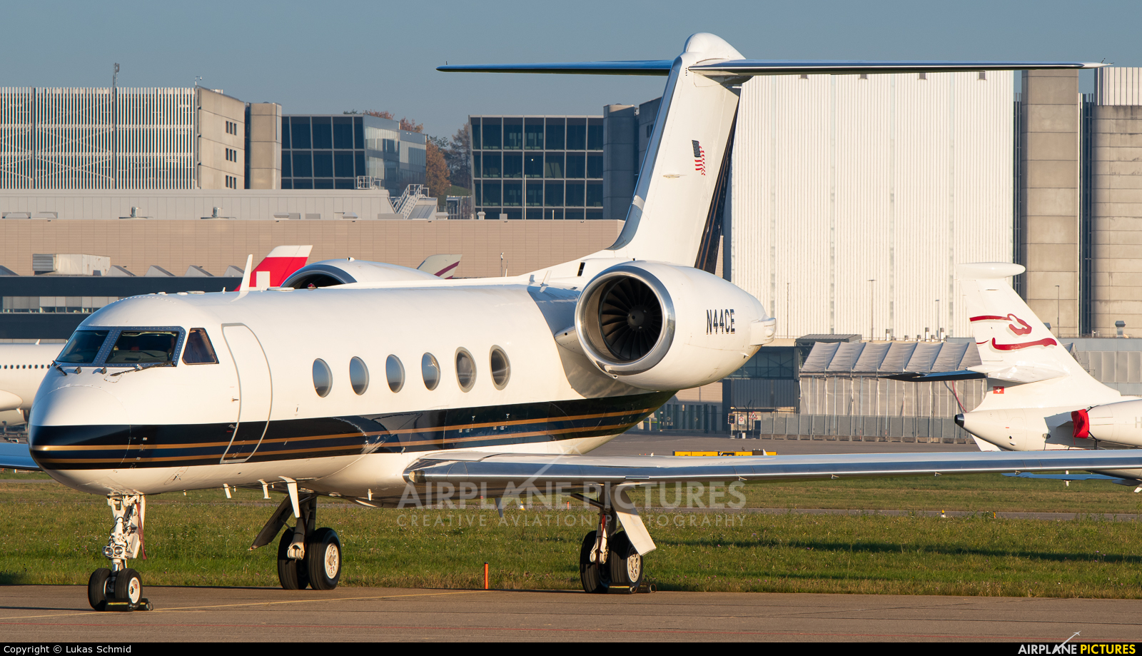 Private N44CE aircraft at Zurich